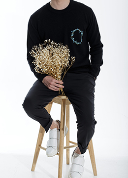 [Wool 100%] Flower embroidery  sweater