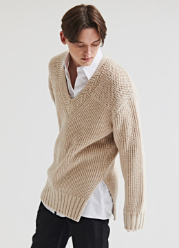 [Italy yarn] Deep v-neck heavy sweater-apricot beige